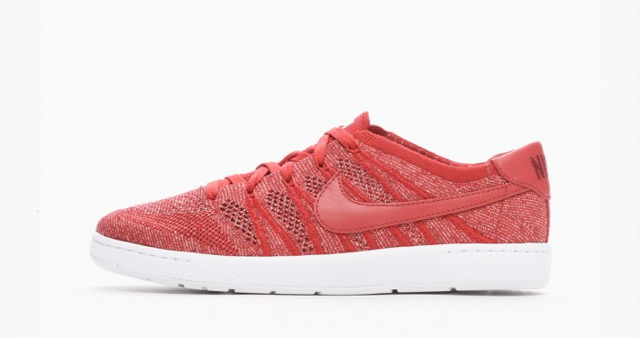 NikeCourt Tennis Classic Ultra Flyknit Gym Red
